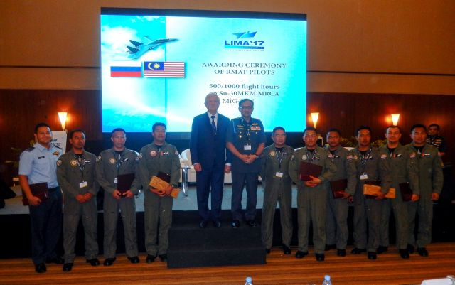 Irkut chief O.Demchenko and RMAF pilots
