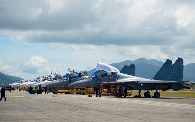 Su-30SM and Su-30MKM in a row